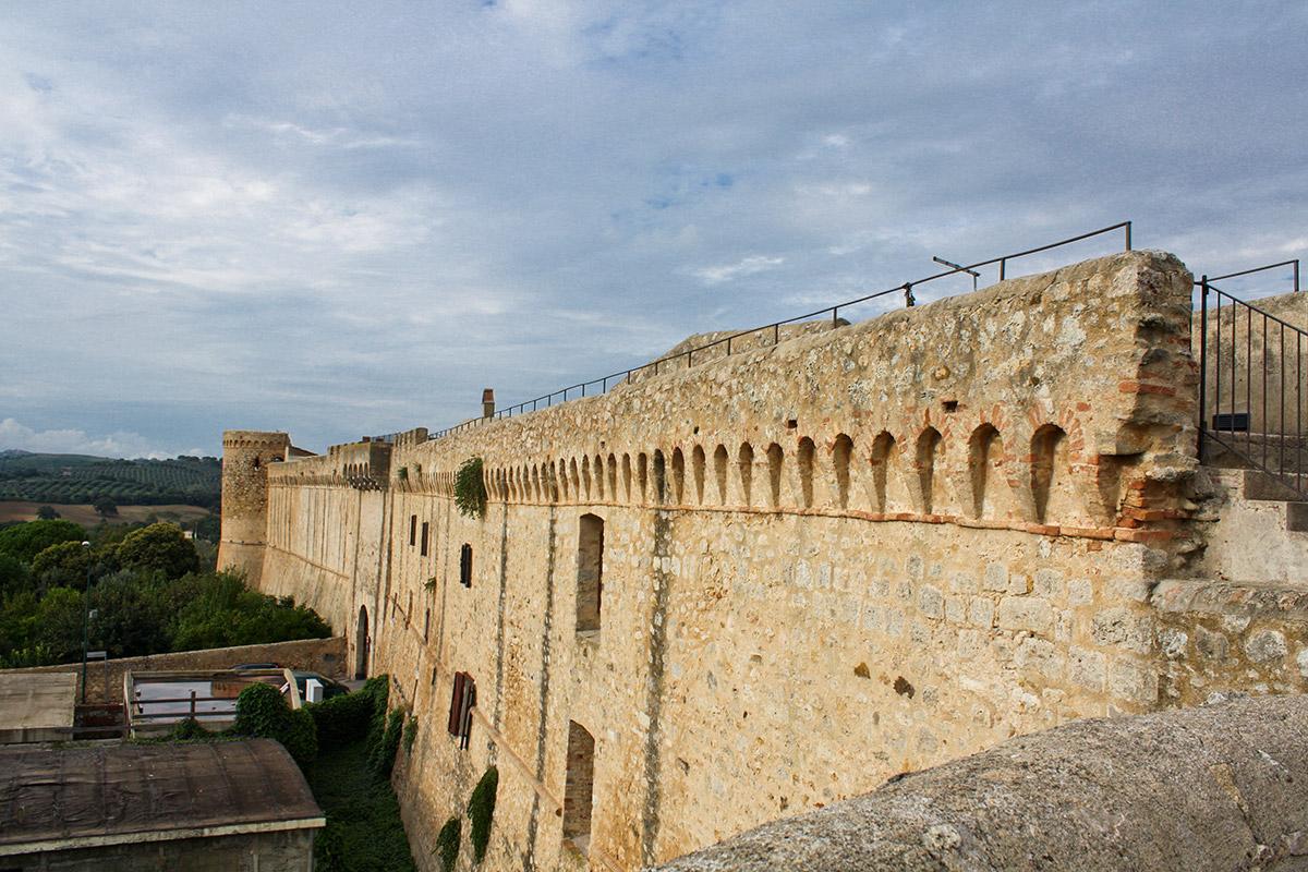 Die Stadtmauer von Magliano