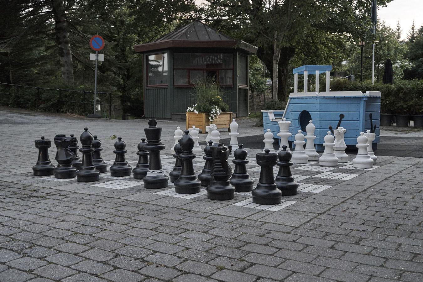 Schachspiel im Park von Kristiansund