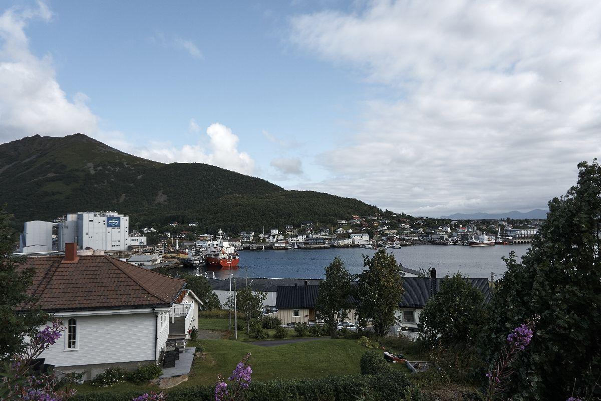Blick auf Myre, eine kleine Stadt auf den Vesteralen.