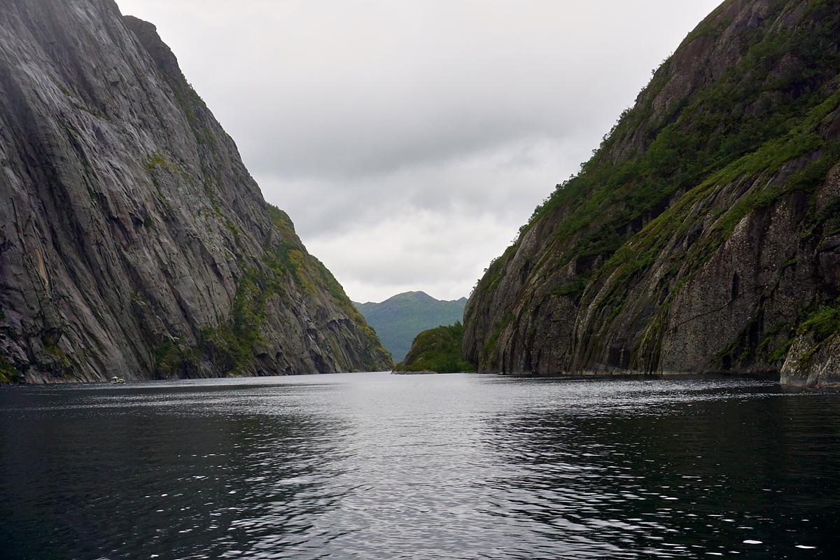 Die Einfahrt zum Trollfjord ist nur 80 m breit.