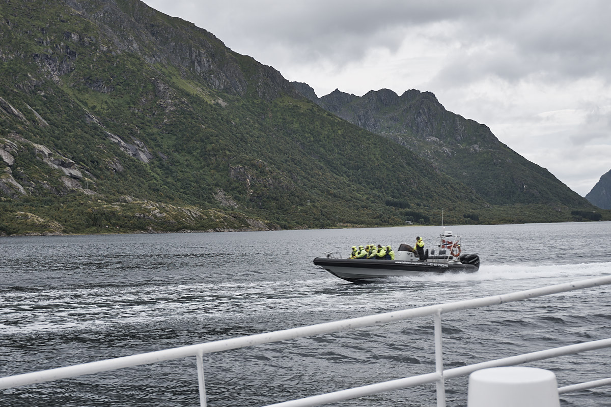 Im Speedboot ist es bestimmt auch ganz schön kalt.