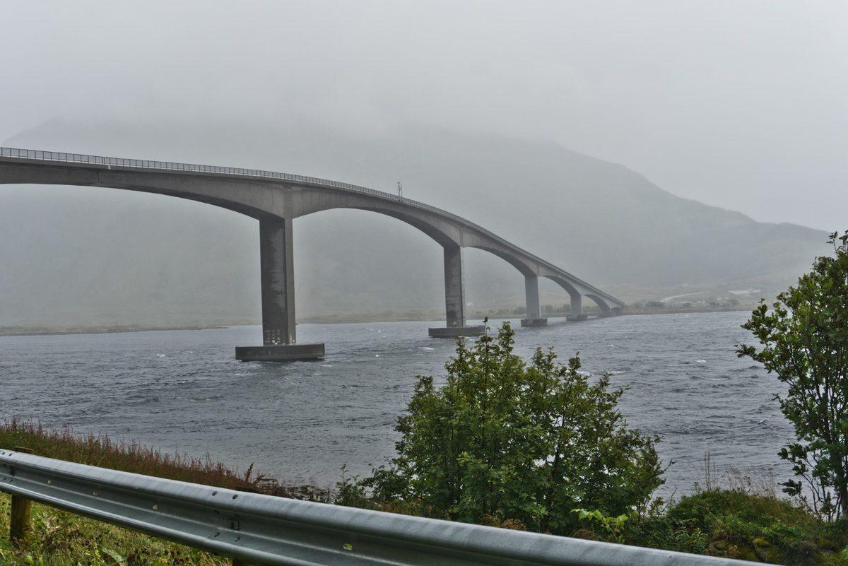 Brücke über den Gimsøystraumen