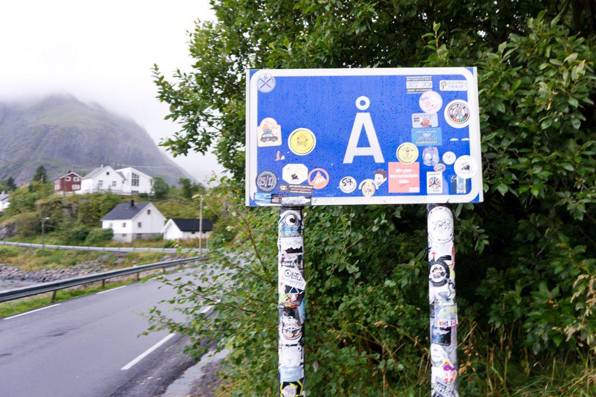 Ortseingangsschild Å i Lofoten – begehrtes Sammelobjekt