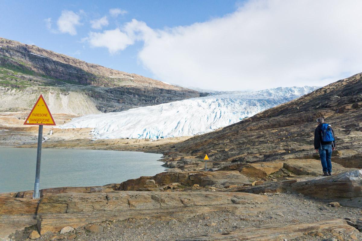 """""""Achtung Gefahr"""" Schilder säumen die Kletterei zum Gletscher"""