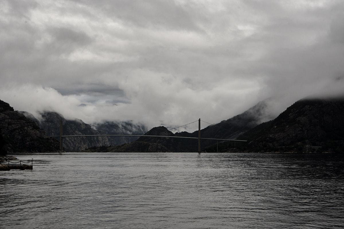 Fast verschwindet sogar die Brücke in den Wolken.
