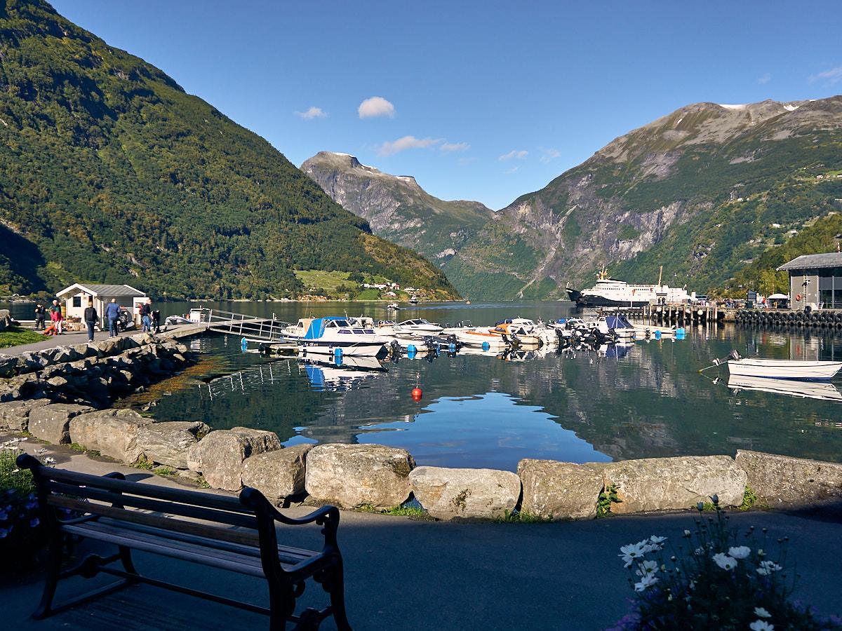 Auch per eigenem Boot kommen Gäste nach Geiranger.