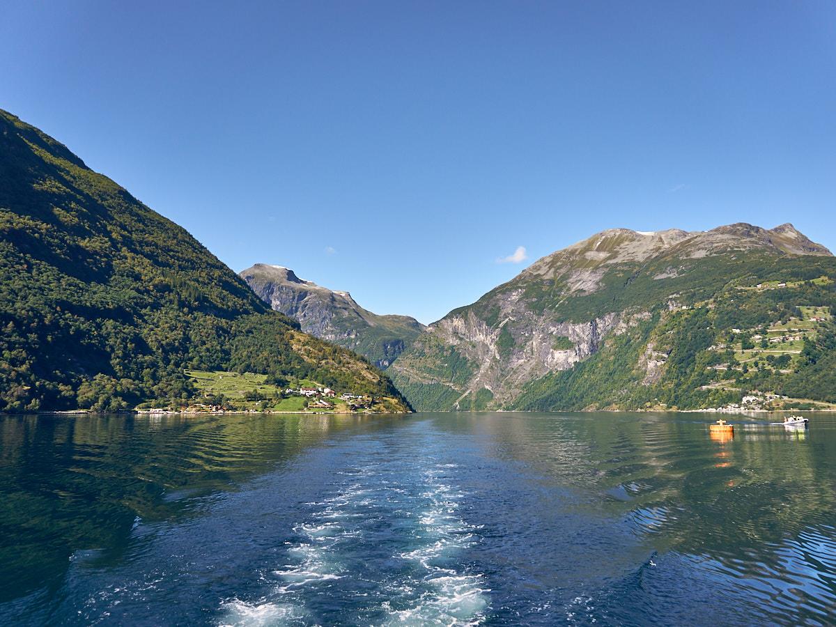 Blaues Wasser, blauer Himmel, Grüne Berge – was will man mehr.