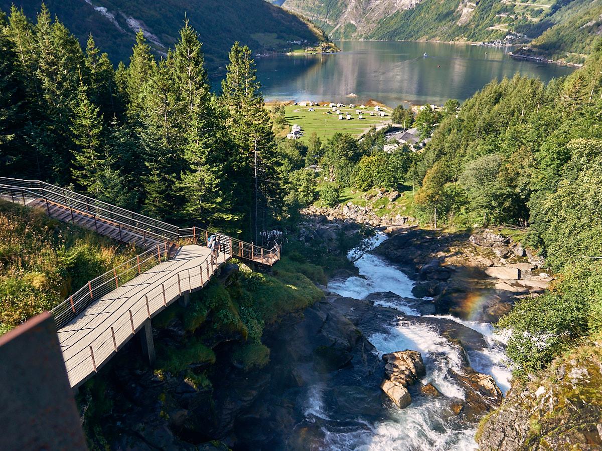 Der Wasserfallwanderweg zurück nach Geiranger. Gibt es auch mit mehr Wasser.