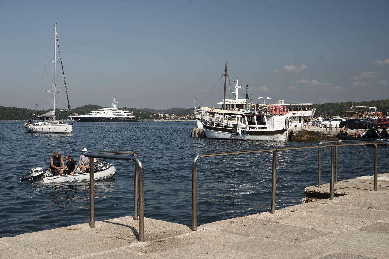 Gewimmel im Hafen