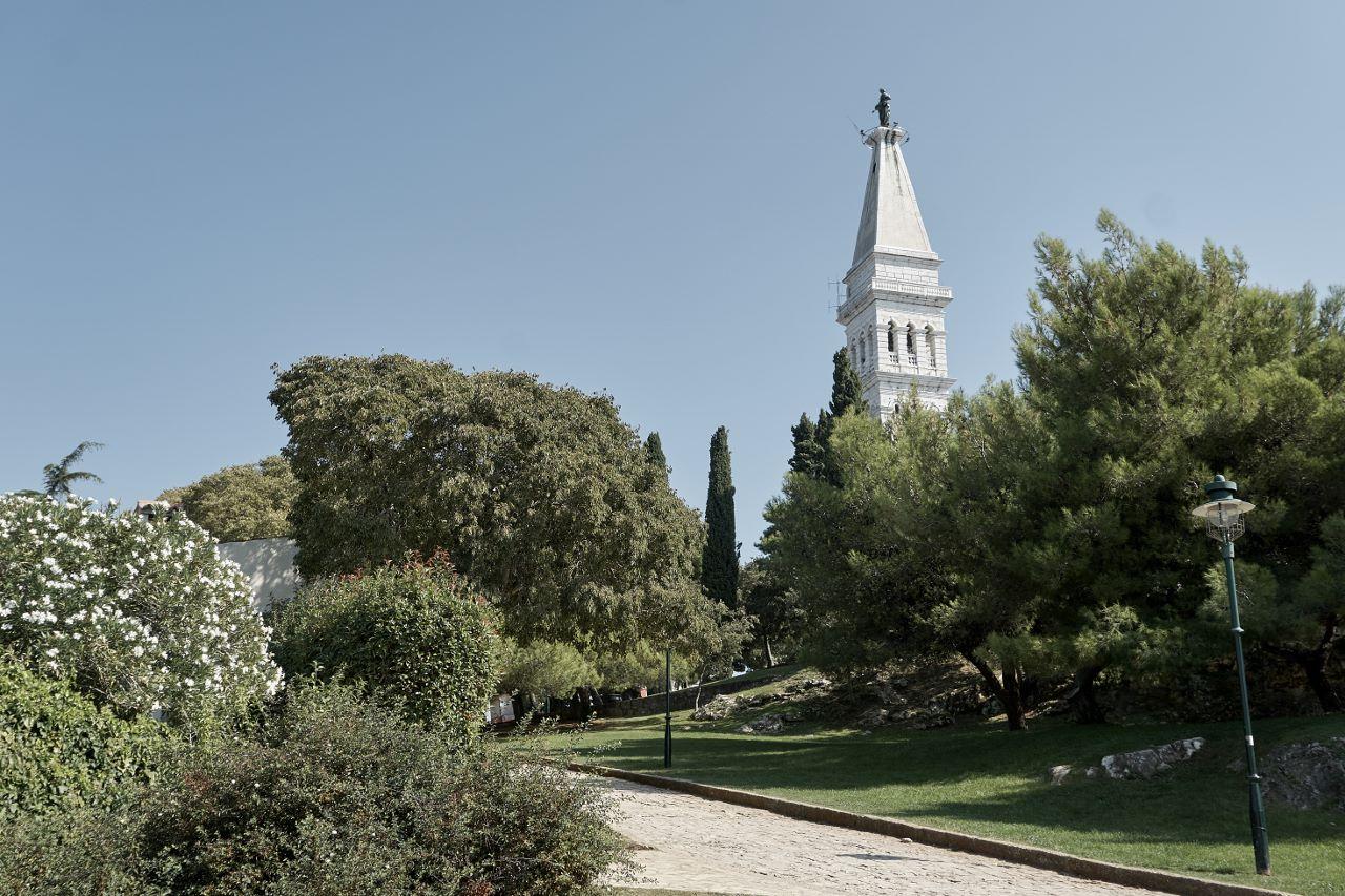 Der Turm (Campanile) der Sv. Eufemija