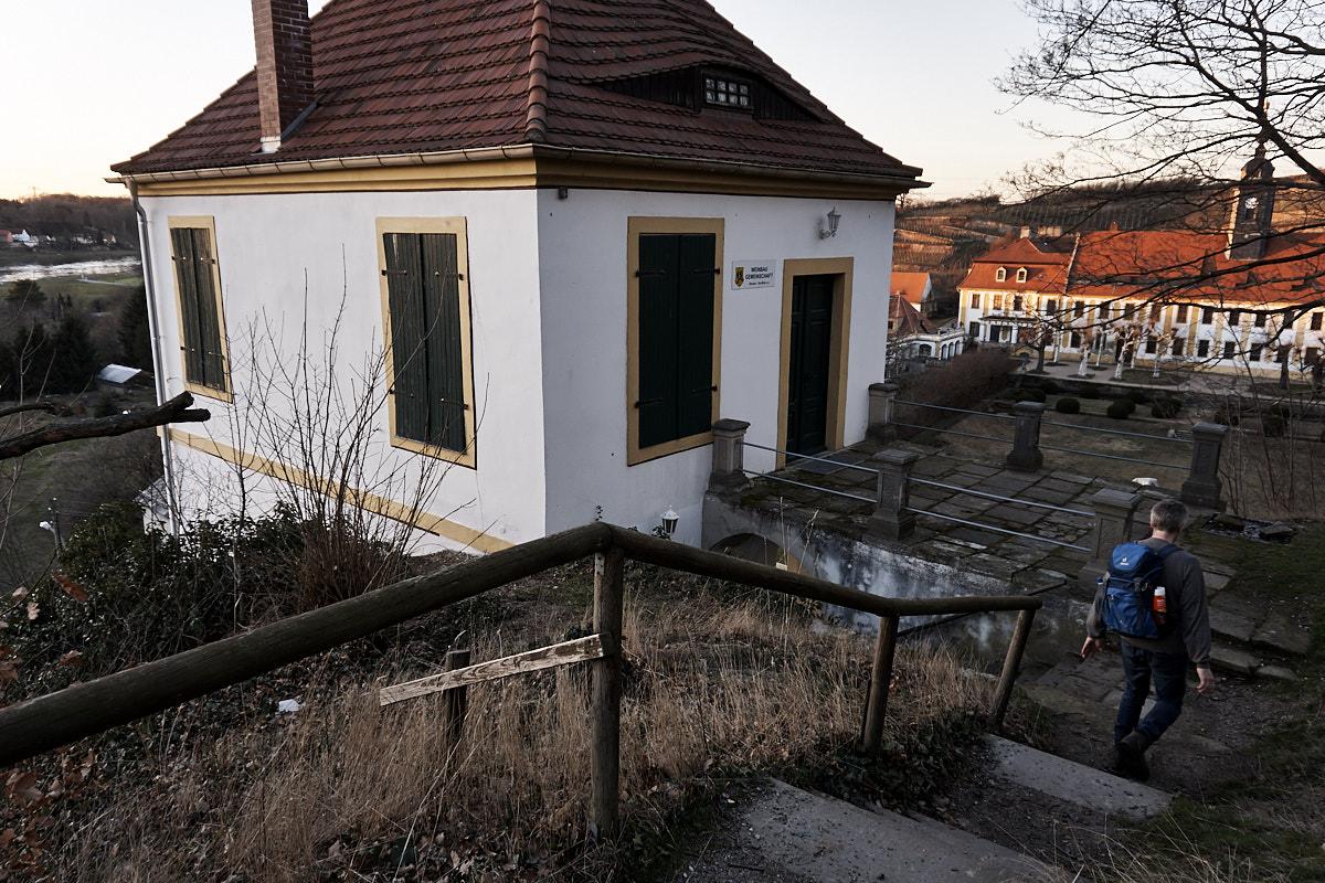 Wanderweg geht durch die Heinrichsburg hindurch.