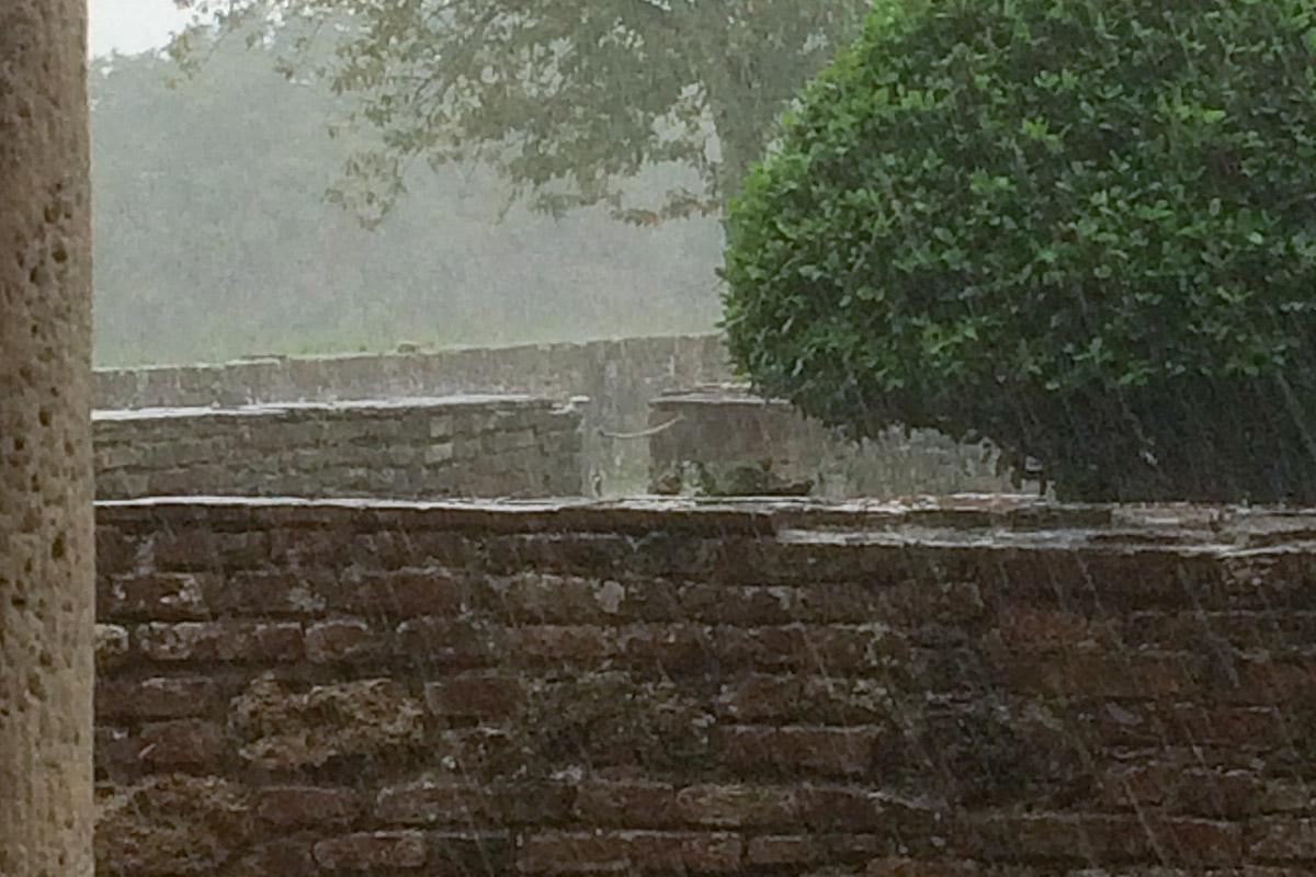 Der Regen kennt kein Erbarmen.